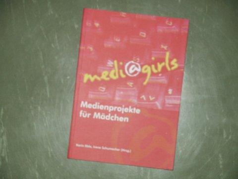 Medi@girls: 2 Publikationen aus Baden-Württemberg