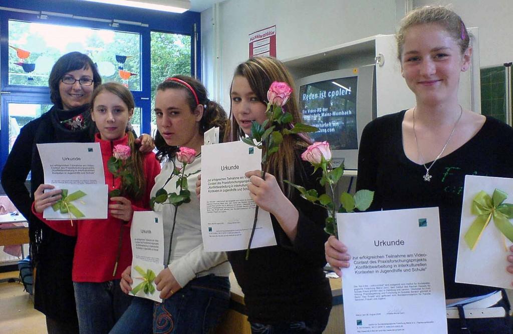Strahlende Gesichter bei der Medien-AG der Hauptschule Mainz-Mombach: